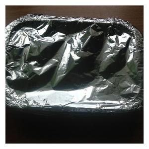Форму закрыть фольгой, и отправить в духовку на 35-40 минут при 190-200 град. Готовый картофель сервировать соленьями и зеленью.