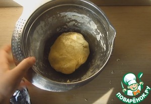 Knead the dough for 10 minutes and leave to rest under cling film for 30-40 minutes.
