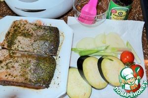 Овощи вымыть, обсушить.   Нарезать репчатый лук и баклажаны, зеленый лук, помидоры проколоть зубочисткой.   Приготовить растительное масло.