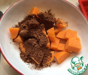I pre-boiled sweet potato. Then you need to add 2 tablespoons of cocoa and mix all into a homogeneous mass.