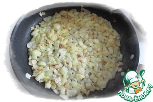 On lard, and in his absence, in butter ghee or even vegetable oil fry the onion until the appearance of brown out of the corner.