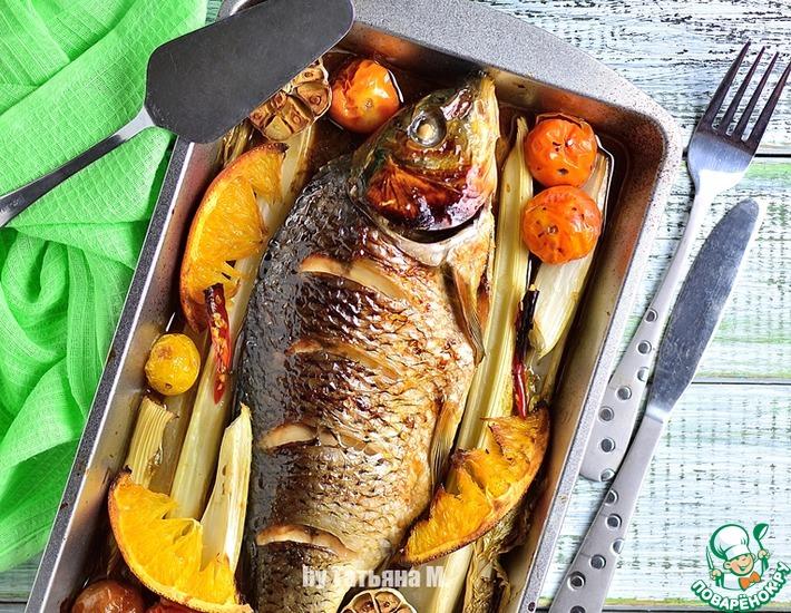 Рецепт: Карп, запеченный с апельсинами и сельдереем