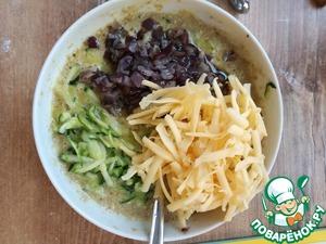Затем добавляем: цуккини, лук из сковороды и тертый сыр. все перемешиваем, пробуем на соль и перец.