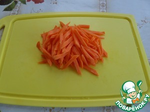 Coarsely chop the carrots.