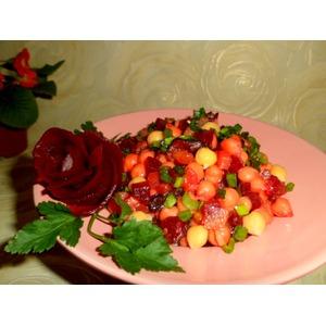 Нутово-свекольный салат с черносливом