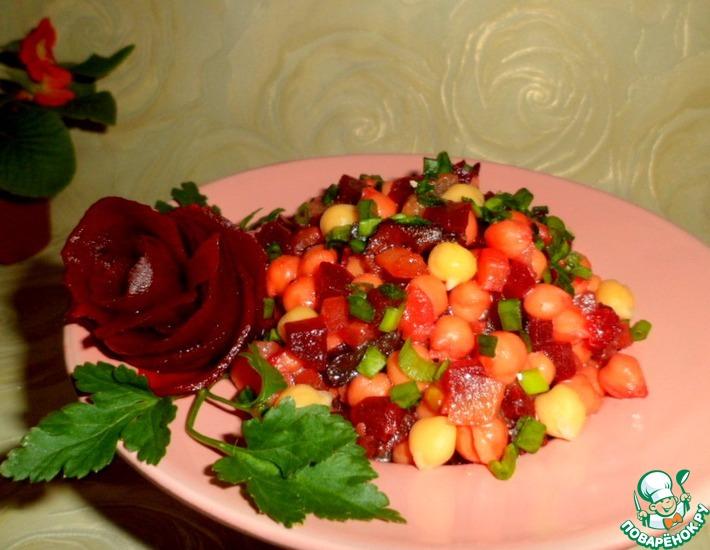 Рецепт: Нутово-свекольный салат с черносливом