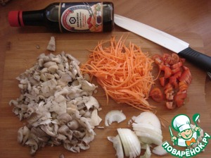 Put a pot of water 1 l per fire. Vegetables and mushrooms cut arbitrarily. Carrots rubbed on the Korean grater.