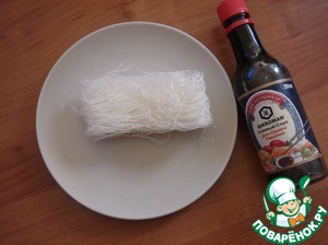 Took funchoza. The pack is divided into 4 pieces, into the soup you will need 1 part.