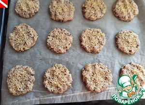 To form small balls, slightly larger than a walnut. Spread on parchment paper to shape the cookies. Sprinkle with sesame seeds or coconut stojkoj, or Mac. Bake in a preheated 200 degree oven for 15-20 minutes until Golden color.