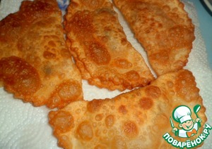 Ready pasties spread on paper napkin to remove excess fat.  The filling and the dough ended at the same time. Output - 28sht