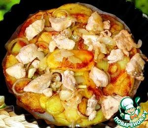Филе курицы положила на картофель.