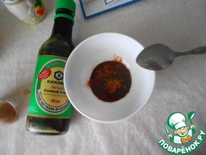 For the sauce mix the mustard, soy sauce, honey, olive oil and paprika.