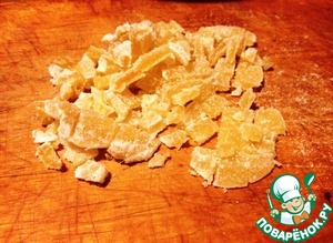 Candied ginger finely chopped and add to the dough. Mix well.
