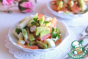 Салат выложить в порционные салатники, сверху посыпать зеленым луком.      Приятного аппетита!