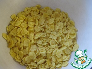 Cornflakes in a bowl and slightly crush with a pestle, in the dust need!