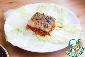 Spread vegetables marinated fillet of fish.