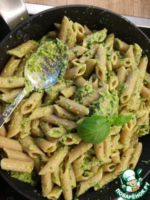After 2 minutes add to the pan the pasta, stir and serve.