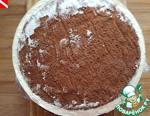 Carefully, vkruchivayutsya movements to put the frozen mini-cake. To remove the cake in the freezer for 5-6 hours, preferably overnight.