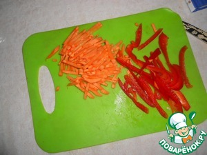 Sweet pepper cut into strips. Carrots cut into thin strips.