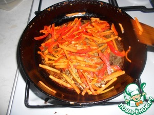 Fry in 1 tbsp olive oil vegetables ( pepper and carrots).