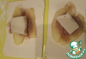 In each square of dough to put apples, half sugar with cinnamon, chopped nuts, top with a piece of marzipan.