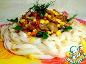 Spread noodles on a large platter, in the center put mushroom salad.
