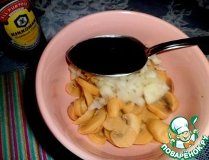Mushrooms cut into round slices, add chopped onions and soy sauce - mix well and set aside.  The mushrooms were frozen.