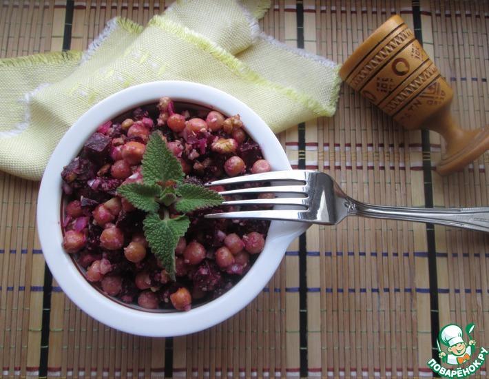 Рецепт: Салат с нутом и свеклой