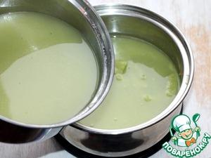 5. Затем возвращаем овощной бульон в кастрюлю, добавляем приправу, соль, перец и перемешиваем. Ставим кастрюлю на 2-3 минуты на малый огонь и доводим до кипения. Крем-суп готов!