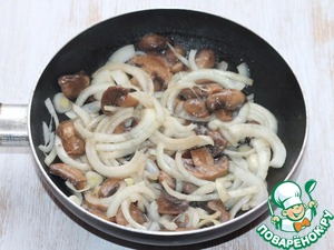 7. In hot oil fry onions with mushrooms.