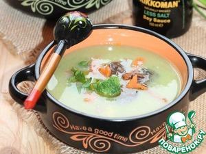 10. Наполняем миски овощным крем-супом. По середине кладем несколько ложек замечательной начинки. Добавляем веточку зеленого базилика и подаем к столу.      Приятного аппетита!