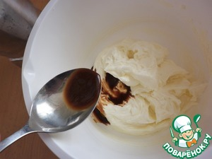 For the cream: mix the mascarpone with the sugar, gradually adding the coffee (you can use a mixer, but without fanaticism) until smooth.