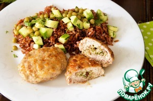 Serve rice along with a salad and meatballs. Bon appetit!