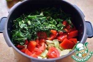 Я готовила в мультиварке, но так же быстро готовится суп и в кастрюле;   овощи и зелень порезать произвольно и сложить в чашу;