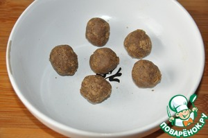 Mash, RUB the bread with additives and roll small balls.