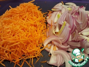 """Onion cut into feathers, carrots grate on a """"Korean"""" grater."""