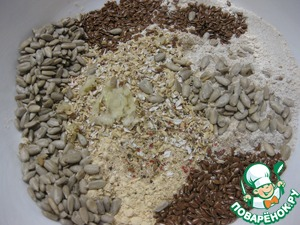 Add bran, flax seeds and sunflower seeds, peeled and passed through the press garlic and pepper