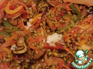 Stir, squeeze through chesnokodavku garlic and add lemon juice. Mix well, season with salt to taste.