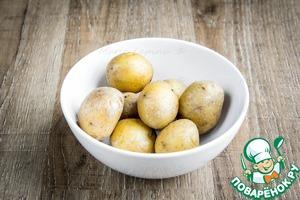 Boil the potatoes until fully cooked.