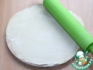 7. Sprinkle the countertop with flour and roll out one portion of dough into a pancake with a diameter of ~20 cm.