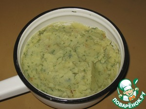 Boil potatoes in salted water, drain (the broth not pour!), mash into a puree.  Finely chopped onion sauté.  Mix mashed potatoes with onions and dill (I have frozen, fresh and fragrant), add spices to taste