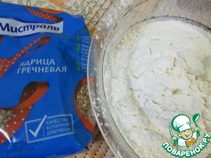 The flour sift through a sieve.