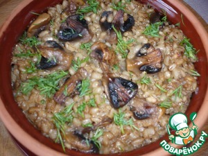 Barley with mushrooms cover with lid and place in oven for 30 minutes at a temperature of 170 degrees.  Bon appetit!