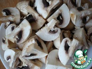 Mushrooms wash and cut into quarters.
