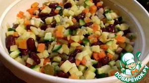 Chop the potatoes, carrots, cucumbers cubes (fresh cucumber can add more focus to your taste). Finely chop the onion and pour over boiling water (not bitter). Add beans, pre-filled tins of beans all the liquid.