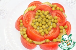 Sprinkle green peas (peas, you can substitute pickled cucumbers, diced). Salad pour the remaining zucchini after marinating dressing.