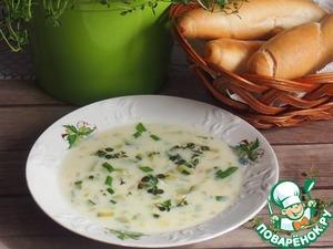 Суп должен иметь консистенцию соуса. Если суп получился жидковат, то в четверти стакана воды размешайте чайную ложку муки, добавьте в суп и поварите еще пару минут, постоянно помешивая.
