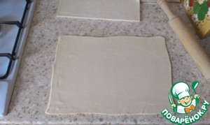 Divide the dough into 2 parts. One roll out into a rectangle