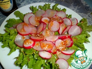 Spread on thinly sliced radishes and pour the sauce again