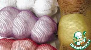 Можно вместо материи использовать сетку из-под чеснока или фруктов.